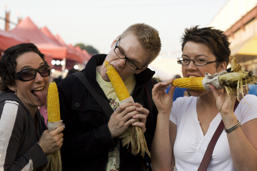foodists_eating_corn