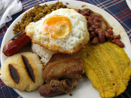 bandeja-paisa-in-colombia