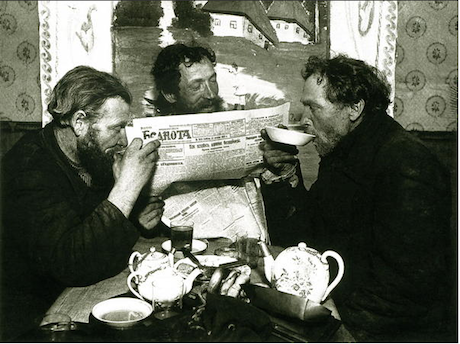 1928. Workers drinking tea